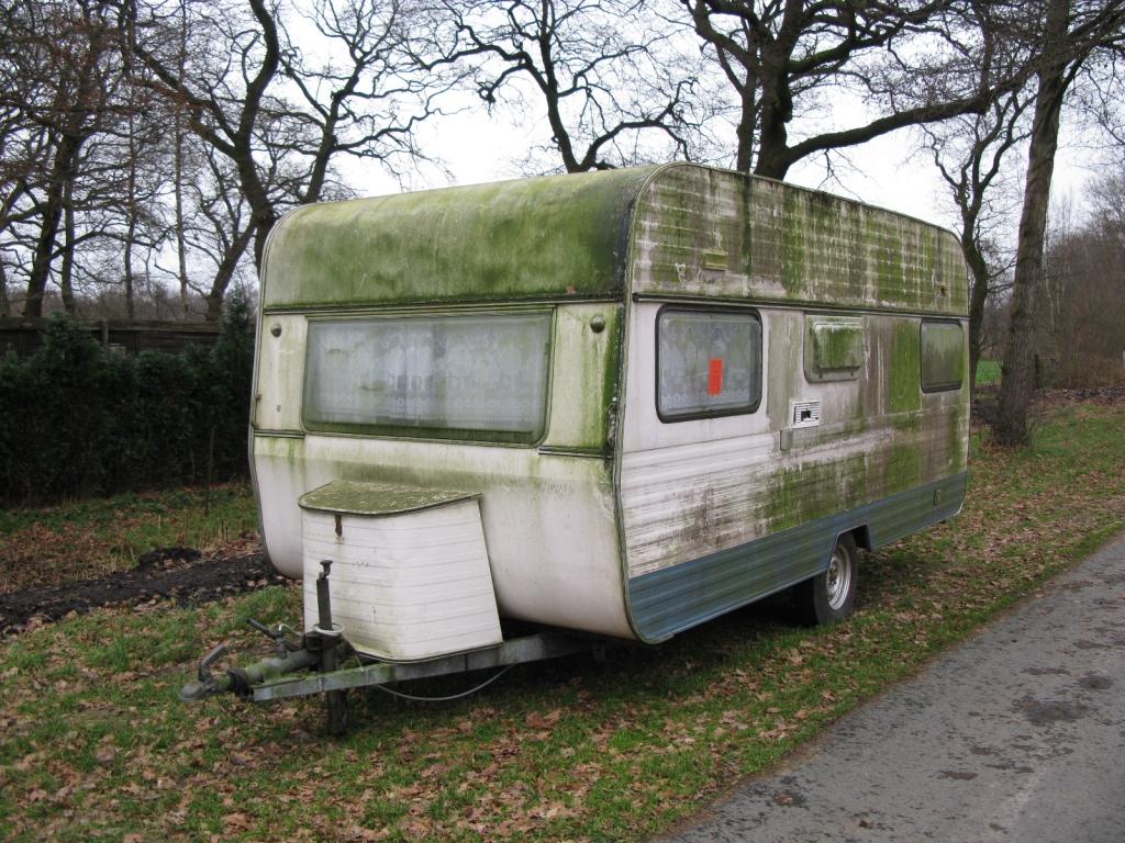 wild entsorgt wohnwagen an der teufelsmoorstra e. Black Bedroom Furniture Sets. Home Design Ideas